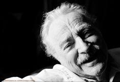 Nel 1978 inizia un apprendistato con lo scultore Bogdan Grom a Englewood, New Jersey