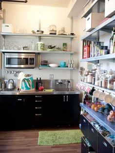 Love the open shelving...this is what I am looking for in my small kitchen