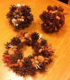 wieniec i kule z szyszek, orzechów, cynamonu/ wreath and balls with cones, nuts, cinnamon, author: Anna Korab