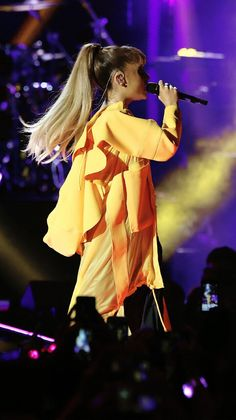 Ariana Grande 2016, Ariana Grande Fans, Ariana Tour, Heaven Sent, World Famous, Moonlight, Famous People, Stage, Lovers