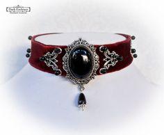 Tour de cou victorien gothique Bourgogne rouge aristocratique velours décoré avec connecteurs argent noirs onyx.-gothique victorien tour de cou-tour de cou-onyx