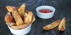 Запеченные картофельные дольки.  Эта закуска приведет в восторг всех любителей картошки. Подайте картофельные дольки с любимым соусом и наслаждайтесь.   Эксклюзивные шедевры кулинарии.
