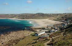 The Cornwall Guide's top 10 beaches. With so many fantastic beaches in Cornwall in is near impossible to choose the best, but we've had a go!