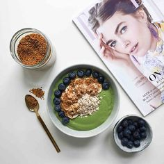 Start søndagen med en morgengreenie à la ELLEs Health Editor @afoodaffair_bysteph med masser af spinat broccoli appelsin og avocado og det nye ELLEFind opskriften på http://ift.tt/2oXnZkL #greenie #smoothiebowl #plantbased #weekend  via ELLE DENMARK MAGAZINE OFFICIAL INSTAGRAM - Fashion Campaigns  Haute Couture  Advertising  Editorial Photography  Magazine Cover Designs  Supermodels  Runway Models