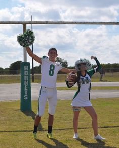 Perfect Football Player And Cheerleader Couple Pictures You Dream To Have; Football Player And Cheerleader Couple; Football Player And Cheerleader; Football Cheerleader Couple, Cute Couples Football, Football Couple Pictures, Cheer Couples, Football Boyfriend, Sports Couples, Football Cheerleaders, Football Pics, Boyfriend Goals