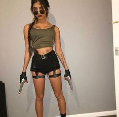 lara croft halloween costume Halloween Costumes for Women Costume Halloween, Halloween Mode, Diy Halloween Costumes For Women, Trendy Halloween, Halloween Outfits, Couple Halloween, Halloween Photos, Adult Halloween, Vintage Halloween