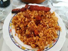 Migas Extremeñas. #recetas #recetascaseras #comidaespañola #comidasana #migas #cocinaencasa #ñampazampa Chorizo, Fried Rice, Fries, Ethnic Recipes, Food, Crumble Recipe, One Pot Dinners, Homemade Recipe, Spanish Food
