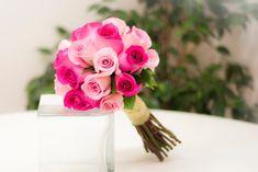 Bouquet de rosas rosas y fucsias. Ramos de novia en tonos rosas. #ramodenovia #bodas