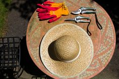Not waste time and cash and prevent locating the gardening tools you misplace if you attempt one of these simple clever DIY Garden Tool Storage Ideas! Allow it to be all simple and easy ,… Garden Tool Storage, Garden Tools, Garden Fencing, Garden Ideas, Herb Garden, Garden Mulch, Garden Guide, Vegetable Garden, Pruning Plants