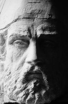 Buste en pierre d'Avy - taille directe - Gérard Lartigue sculpteur Lartigue, Portfolio, Antonio Mora, Avy, Les Oeuvres, Artwork, Rock, Stone Sculpture, Human Height