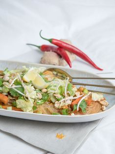Mit dem neuen FELIX Sugo Streetfood Style Fleisch Kokos Curry lässt sich auch dieses leckere One Pot Glasnudel Sugo Curry zaubern. One Pot, Vegan, Mexican, Ethnic Recipes, Style, Meat, Coconut Curry, Noodle, Easy Meals
