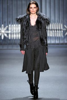 Vera Wang Fall 2011 Ready-to-Wear Fashion Show - Caroline Brasch Nielsen