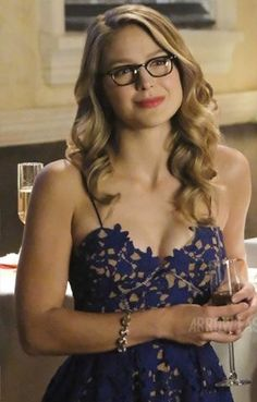 Beautiful Melissa Benoist in glasses looking super cute Melissa Marie Benoist, Melissa Benoist Hot, Melisa Benoist, Melissa Supergirl, Supergirl And Flash, Beautiful Celebrities, Beautiful Women, Kara Danvers Supergirl, Emily Bett Rickards