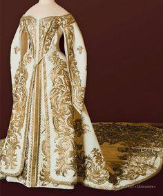 Court gown of Empress Alexandra Feodorovna, wife of Nicholas II. By Mme. Olga Nikolaevna Bulbenkova (1835-1918), St. Petersburg, c. 1890. White silk moiré silver and gold thread. Pavlovsk State Museum-Preserve. Image via Pavlovsk Palace & Park on Facebook.