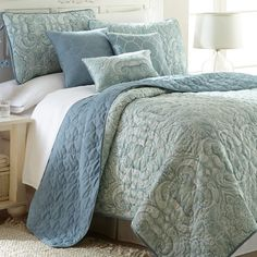This reversible bedding set offers you a choice of print or solid designs and the option to create additional looks by mixing and matching. Complete with quilt, shams and pillows, the six-piece set gives your bedroom a polished, cohesive touch.