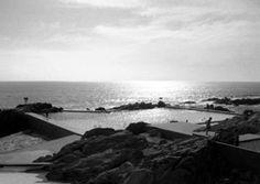 Son las Piscinas das Marés, y es un lugar absolutamente único, no hay otro igual en el mundo. Quizá porque una vez allí te das cuenta de que ya no estás en Leça da Palmeira ni en Matosinhos ni en Oporto.
