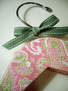 How To Decoupage Wooden Hangers - using wooden hangers, craft paint and Mod Podge.