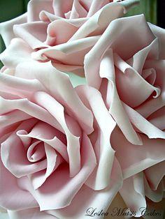 Gumpaste pink roses - Leslea Matsis cakes
