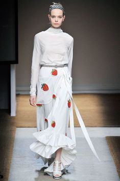 Saint Laurent Spring 2010 Ready-to-Wear Fashion Show - Mina Cvetkovic (Women)