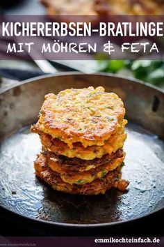 Kichererbsen Bratlinge mit Möhren und Feta - emmikochteinfach Chickpea patties with carrots and feta cheese A delicious and healthy recipe for patties. The vegetarian pancakes are the perfect after-wo Pancake Healthy, Vegetarian Pancakes, Chickpea Patties, Childrens Meals, Queso Feta, Eating Habits, Kids Meals, Food And Drink, Healthy Recipes
