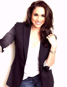 Meghan Markle looking so damn fine Meghan Markle Hair, Meghan Markle Style, Business Outfits, Office Outfits, Suits Meghan, Suits Rachel, Princess Meghan, Beautiful People, Style Inspiration