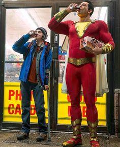Shazam & kid drinking soda pops <--- excuse me? Shazam and kid? I think you mean Shazam and Freddy Freeman! Captain Marvel Shazam, Zachary Levi, Marvel Dc Comics, Shazam Movie, Avengers, Foto Top, Superman, Batman, Ironman