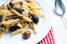 Pasta con cipolline e strisce di manzo | Cooking Italy