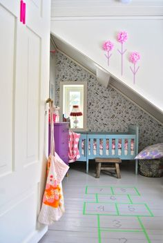 kids room.. Washi tape + pouff x