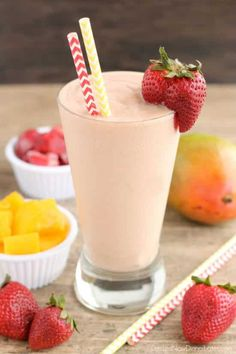 This Strawberry Mango Dairy Free Smoothie is creamy, lightly sweet, and perfect for breakfast! This Strawberry Mango Dairy Free Smoothie is creamy, lightly sweet, and perfect for breakfast! Good Smoothies, Juice Smoothie, Smoothie Drinks, Smoothie Recipes, Yummy Drinks, Healthy Drinks, Healthy Recipes, Freezer Smoothie Packs, Shake Recipes