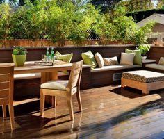 brise-vue balcon vegetation-abondante-table-rectangulaire-chaises