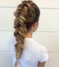 Don't have enough time to invest in styling your hair? Don't worry, we have some easy and elegant Bobby Pin Hairstyles that can be done in 3 Minutes. Bobby Pin Hairstyles, French Braid Hairstyles, Pretty Hairstyles, Braided Hairstyles, French Braids, Winter Hairstyles, Wedding Hairstyles, Teenage Hairstyles, Princess Hairstyles