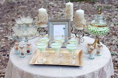 Yes! Mint and gold wedding decor :)