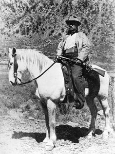 "gunsandposes:  ""Портрет президента Теодора Рузвельта в охотничьем наряде, верхом на коне"" - любезно USC цифровой библиотеки."