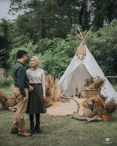 "Reza Prabowo Photo & Film on Instagram: ""The prewedding of Mely & Kamal Photo @ardi.prabowo @tamasoeprapto Video @rezaaprabowo @krisdian_isnu @adhikurniawan23 #rezaprabowophoto…"" Pre Wedding Poses, Pre Wedding Photoshoot, Wedding Shoot, Prewedding Outdoor, Prewedding Hijab, Prewedding Photo, Korean Couple Photoshoot, Javanese Wedding, Wedding Dress Necklines"
