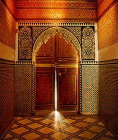 Bahia Palace in Marrakech, Marocco Moroccan Design, Moroccan Decor, Moroccan Style, Marrakech Morocco, Marrakesh, Islamic Architecture, Art And Architecture, Moroccan Interiors, Arabesque