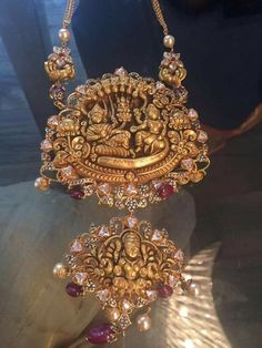 Adorable Two Step Krishna and Lakshmi Pendant Gold Temple Jewellery, Royal Jewelry, Gold Jewellery Design, Indian Jewelry, Antic Jewellery, Bead Jewellery, Bridal Jewellery, Gold Pendent, Gold Jewelry Simple