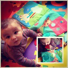 Eveiller les sens de bébé avec Le Sensitive Book Sophie la girafe + Concours | Maman Cat