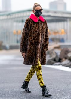 Olivia Palermo Outfit, Olivia Palermo Lookbook, Olivia Palermo Style, Mink Colour, Best Winter Boots, Swedish Fashion, Mink Fur, Jeans And Boots, Fur Coat