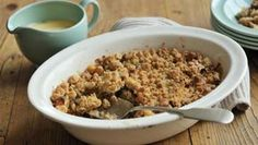 This recipe is an all-time favourite of those hankering after the ultimate quick and easy dessert. Serve with nostalgia. Easy Apple Crumble, Apple Crumble Recipe, Apple Recipes Easy, Cinnamon Apples, Easy Desserts, Brown Sugar, Oatmeal, Nostalgia