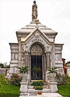 Tombs of Metairie Cemetery New Orleans 1872 to 2009 - New Orleans City Guide | Examiner.com