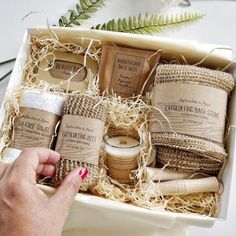 Pampering Vegan and Eco-friendly / plastic-free Bath gift set with personalised message. The standard kit includes 1 artisanal Vegan soap, 1 bag of aromatherapy bath salts, 1 spa facial towel, … Continue Reading → Sugar Scrub Diy, Diy Scrub, Gift Sets For Her, Vegan Candles, Beauty Kit, Diy Beauty, Friendly Plastic, Soap Packaging, Bath Salts