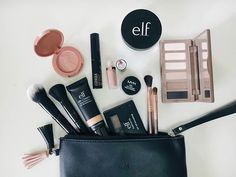 Minimalist makeup collection - Makeup on the go - Everyday makeup bag - Elizabeth B. Minimalist Makeup, Tips Belleza, Everyday Makeup, Makeup Collection, Blush, Make Up, Instagram, Makeup Obsession, Simple Living