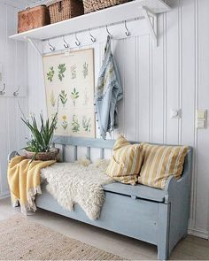 Just adore this space that has been fitted out to create a functional mudroom area. That bench-seat is a must for every ! Hallway Bench, Vibeke Design, Foyer Decorating, Style At Home, Cottage Style, Swedish Cottage, Home Fashion, Mudroom, Farmhouse Decor