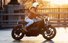 """BMW K100 """"The Student's"""" Cafe Racer by Z17customs - Photos Vladimir Tetyukhin #motorcyclesgirls #chicasmoteras 