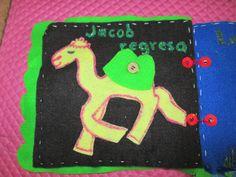 La carga del camello de Jacob se abotona, para eso se utilizó solo fieltro, hilo, aguja y un botón.
