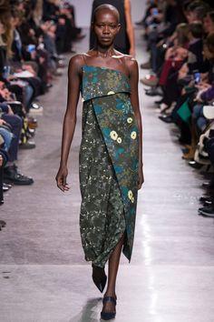 Zac Posen Fall 2016 Ready-to-Wear Collection Photos - Vogue