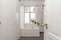 Essenze tiles / Essex towel rail / Retro floor tiles by AQUADOMO