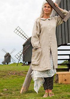 Linen coat sale item at gudrun slodjen @ Look Boho Chic, Swedish Fashion, Boho Fashion, Womens Fashion, Fashion 2018, Fashion Rings, Fashion Dresses, Bohemian Mode, Advanced Style