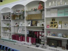 GIFT SHOP MERCHANDISE MANUFACTURERS INCLUDE WILLOW TREE, LOLITA, GRASSLANDS ROAD, NORA FLEMMING, PEGGY KARR, VERA BRADLEY, JIM SHORE, LINDSAY PHILLIPS, TY, OUR NAME IS MUD, GUND, 1 BIG BULK LOT, ALSO INCLUDES SHELVING http://www.rasmus.com