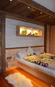 Zirbenbett kombiniert mit Sonnenverbranntem Altholz Bunk Beds, Home Goods, Modern, Cool Stuff, Architecture, Bedroom, Designer, Furniture, Home Decor
